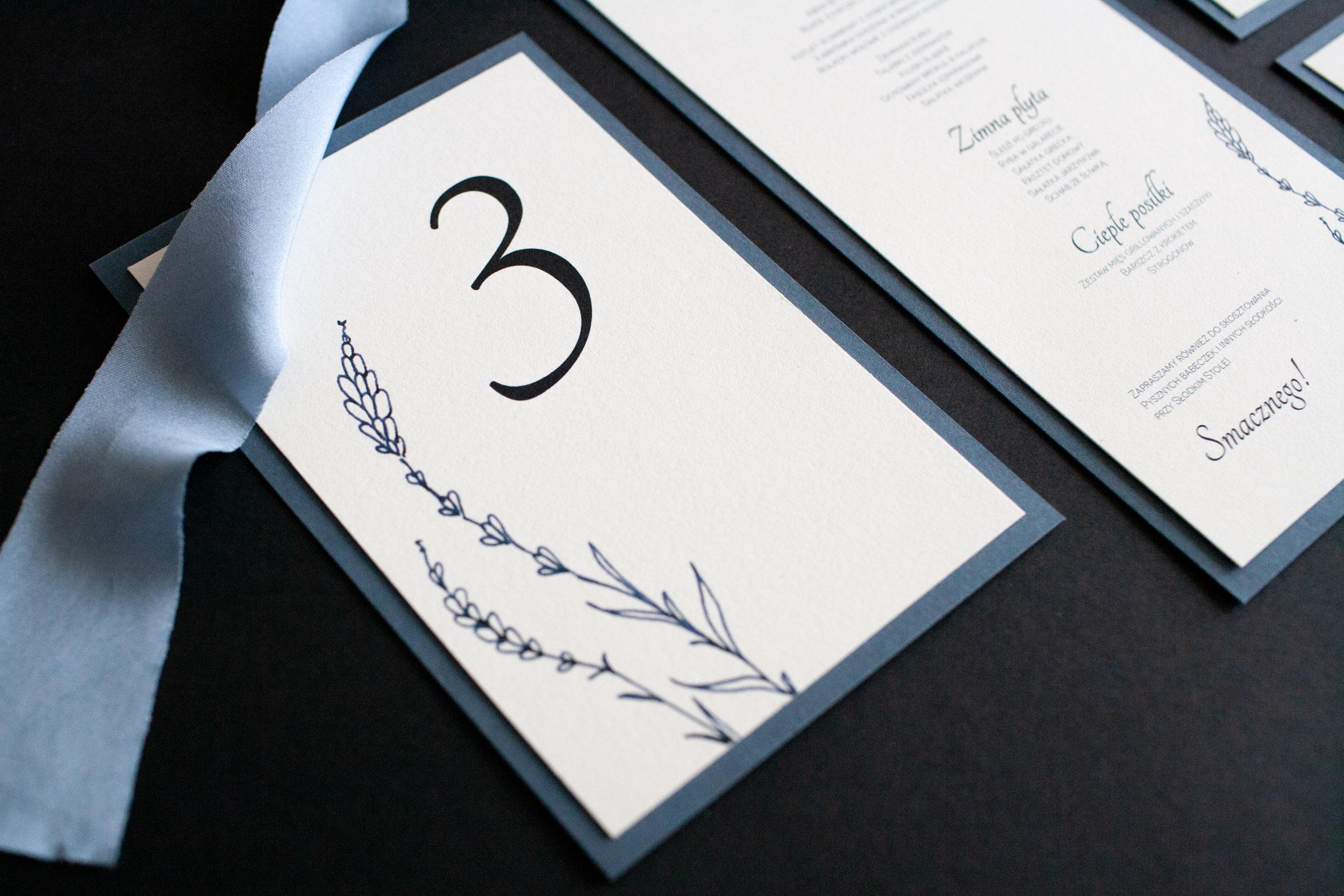 numery stołów, dusty blue, dodatki ślubne